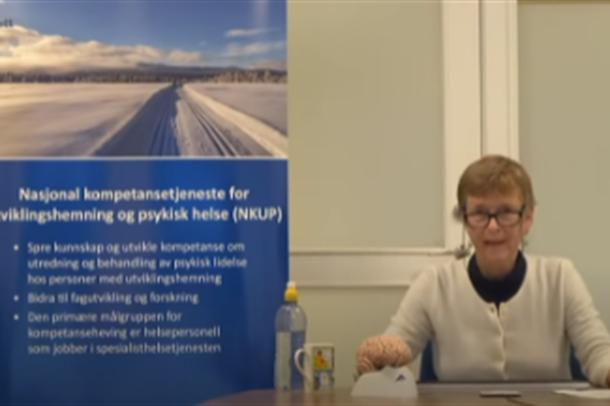 Treine Lise Bakken holder foredrag