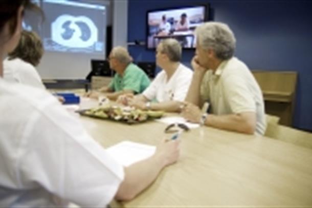 Bilde av personer på en videokonferanse