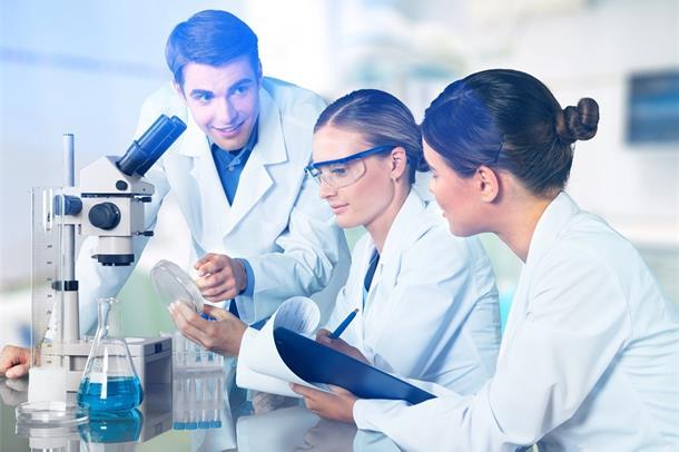 Illustrasjonsfoto av forskere i samarbeid.
